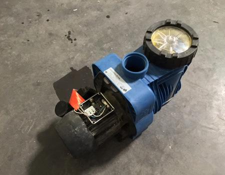 pompe de filtration piscine carré bleu